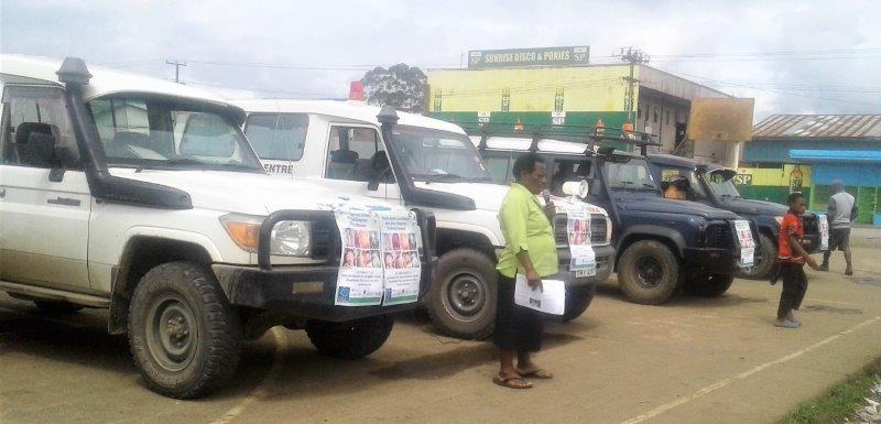 Health Promotion Officer, Elizabeth Pundu addresses the public in Hagen City.