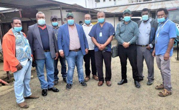 Health Minister and Secretary visit Mt Hagen Hospital